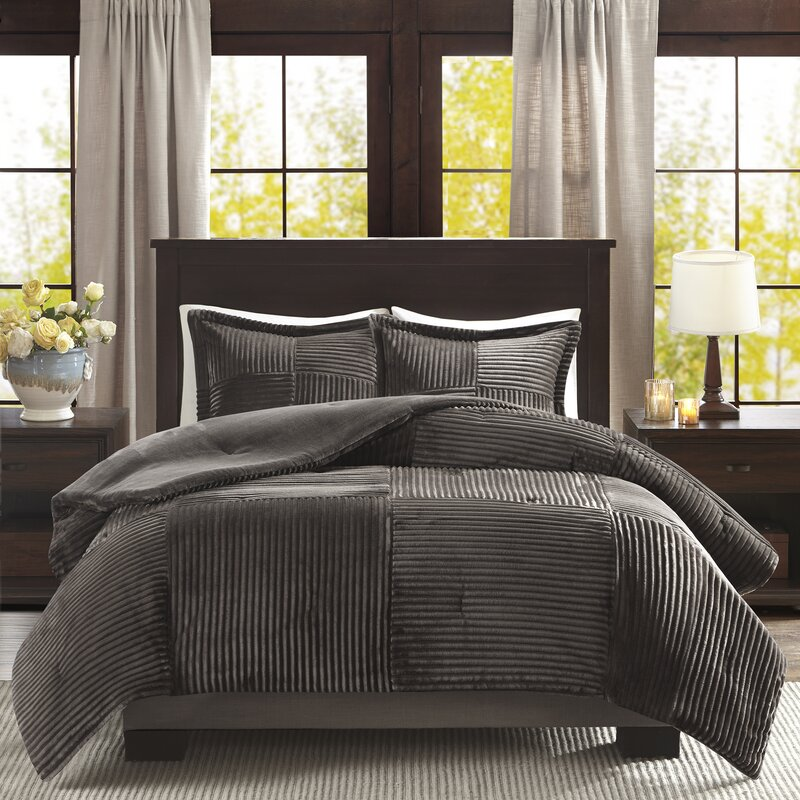 Leachville Comforter Set