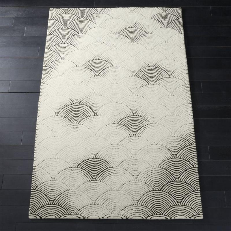 Flutter Black and White Rug 8'x10'