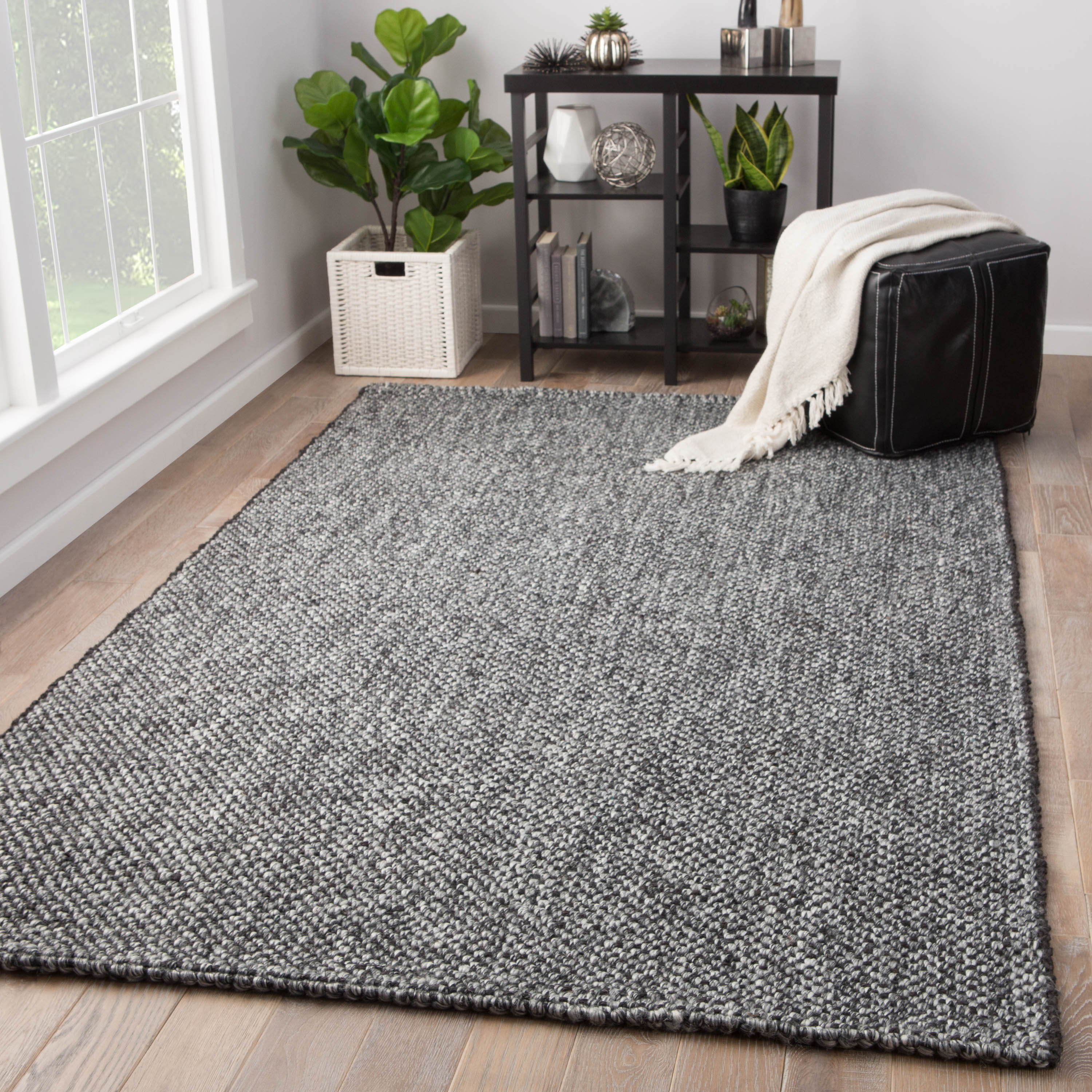 Topper Handmade Solid Black/ Gray Area Rug (5' X 8')