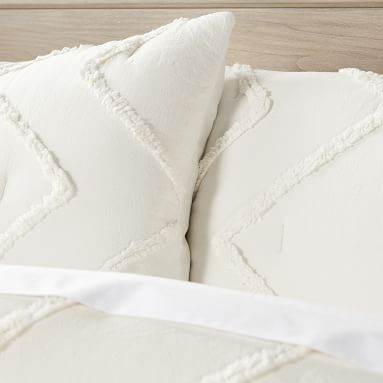 Ashlyn Tufted Comforter, Full/Queen, Ivory