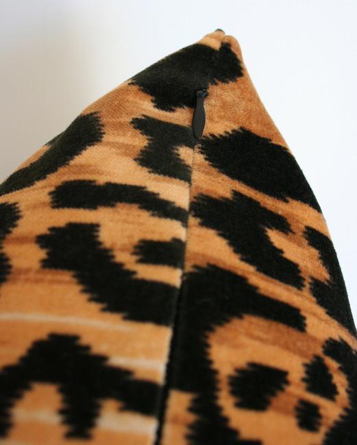 Leopard Velvet - 8x16 pillow cover (horizontal pattern) / regular knife edge (no piping)