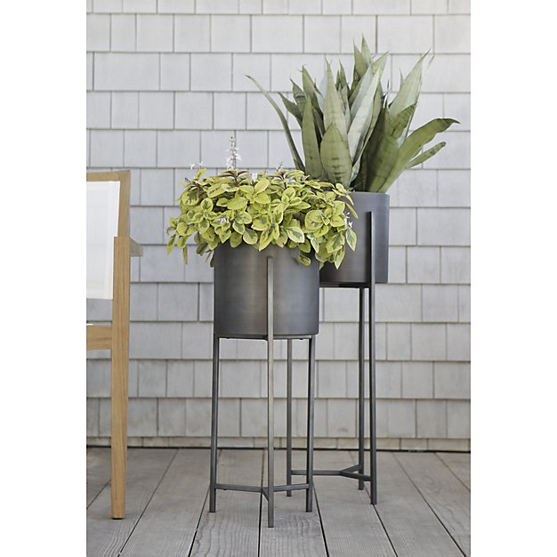 Dundee Floor Planter with Short Stand