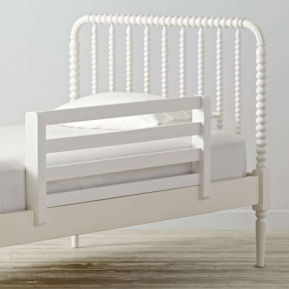 hampshire white spindle daybed