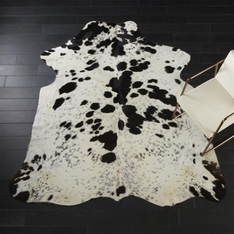 Black and White Cowhide Rug 4'x6'