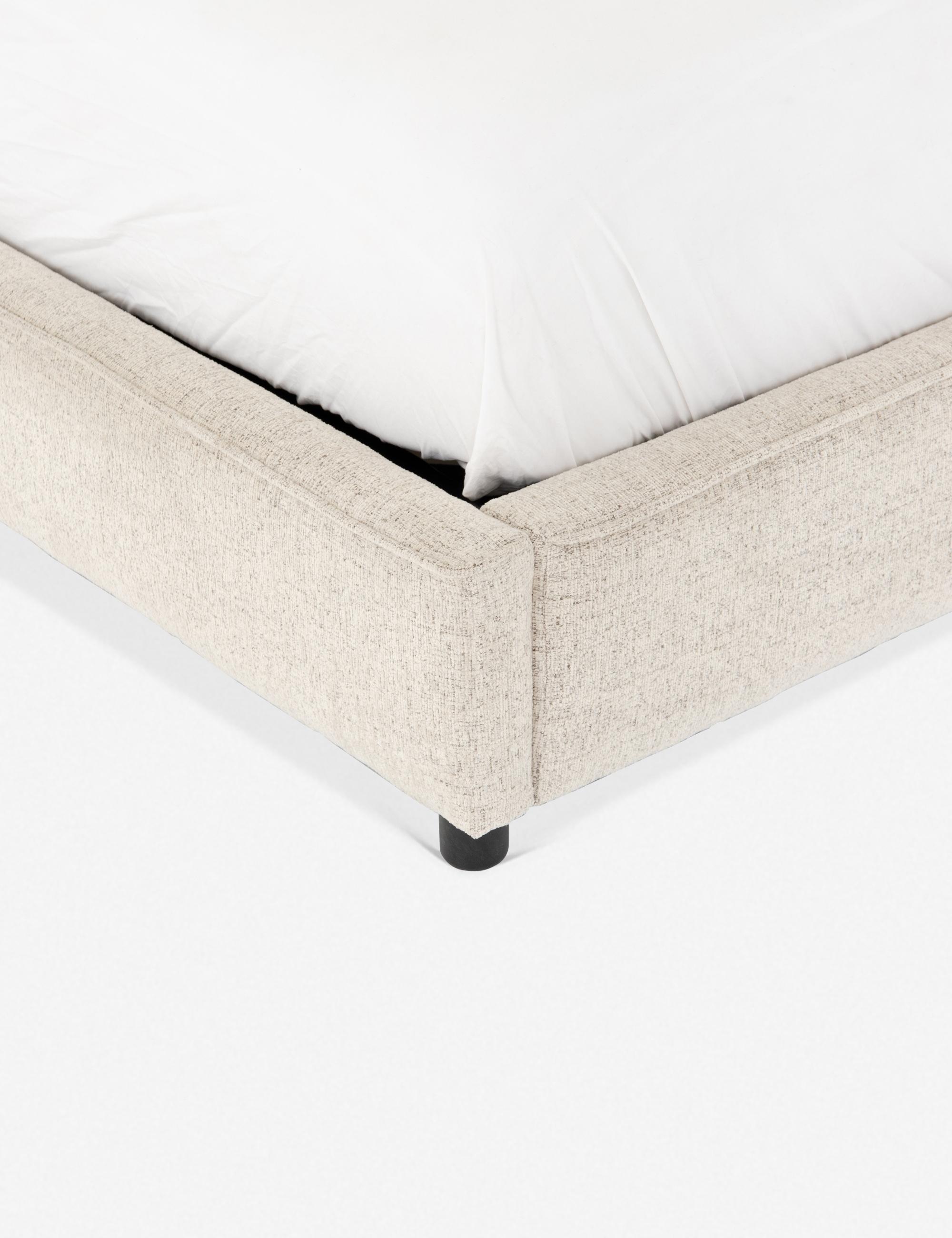 Clario Bed, Linen King