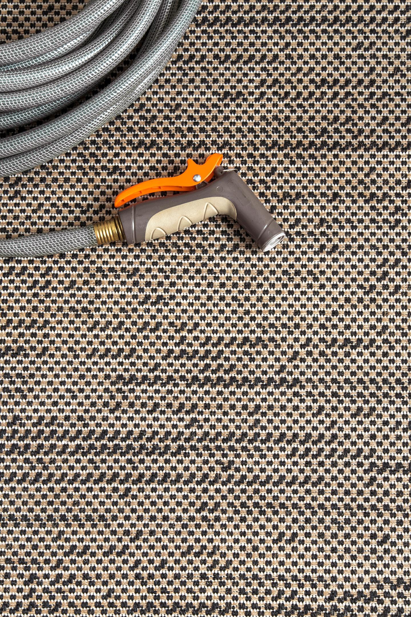 Indoor/Outdoor Modern Diamond Carolyn Area Rug