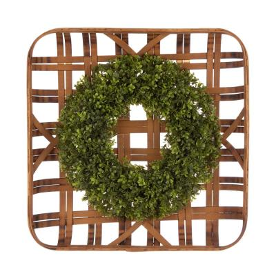 """Glitzhome 24""""L Bamboo Basket with 18""""D Boxwood Wreath, Multi"""