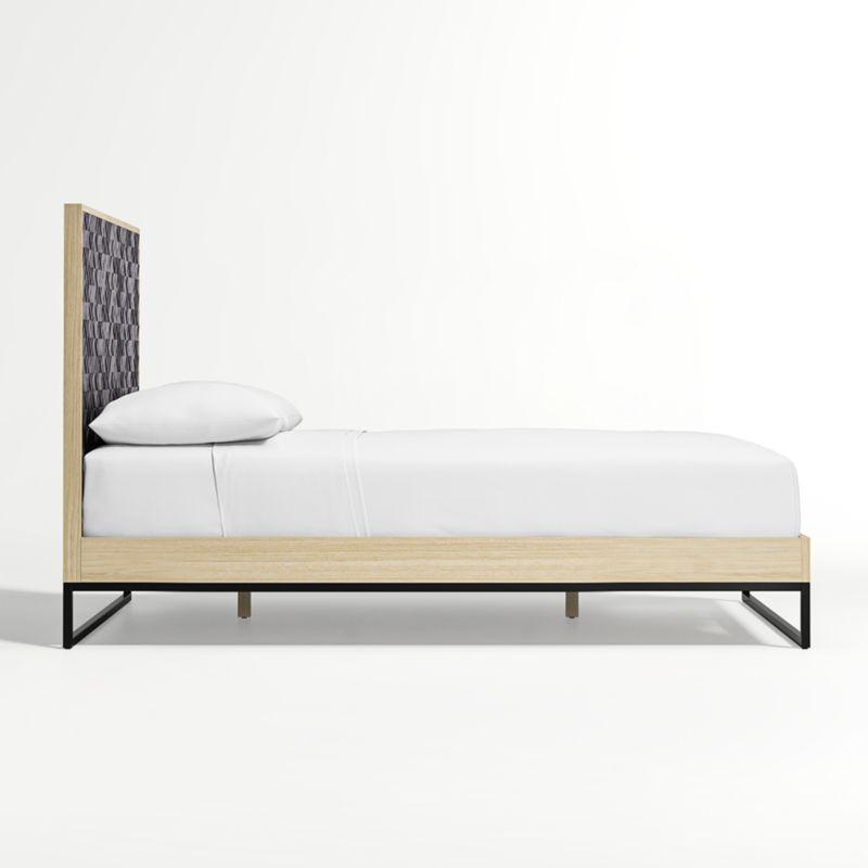 Renard Queen Bed