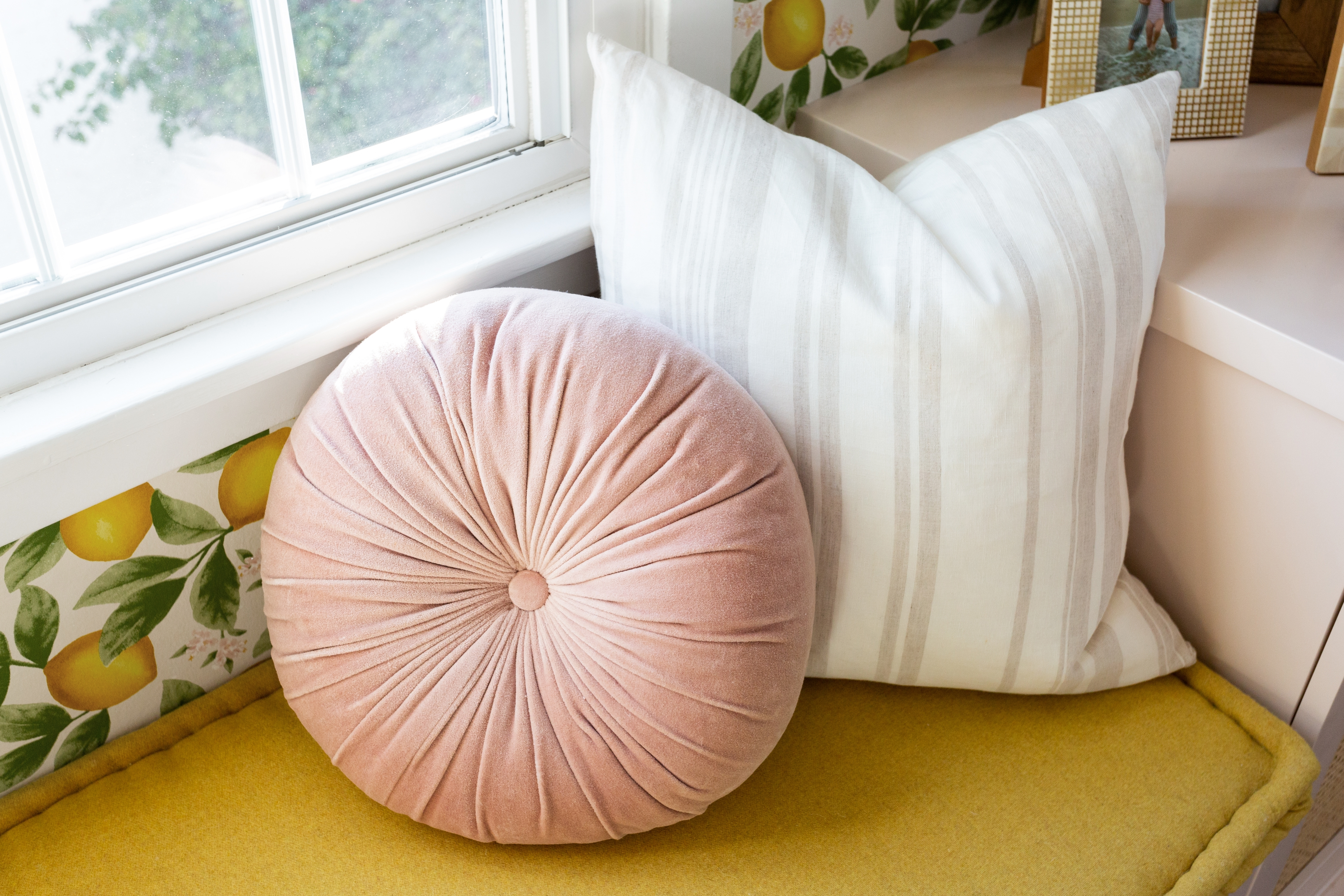 """Monroe Velvet Round Pillow, Rosewater, 15"""" Diameter"""