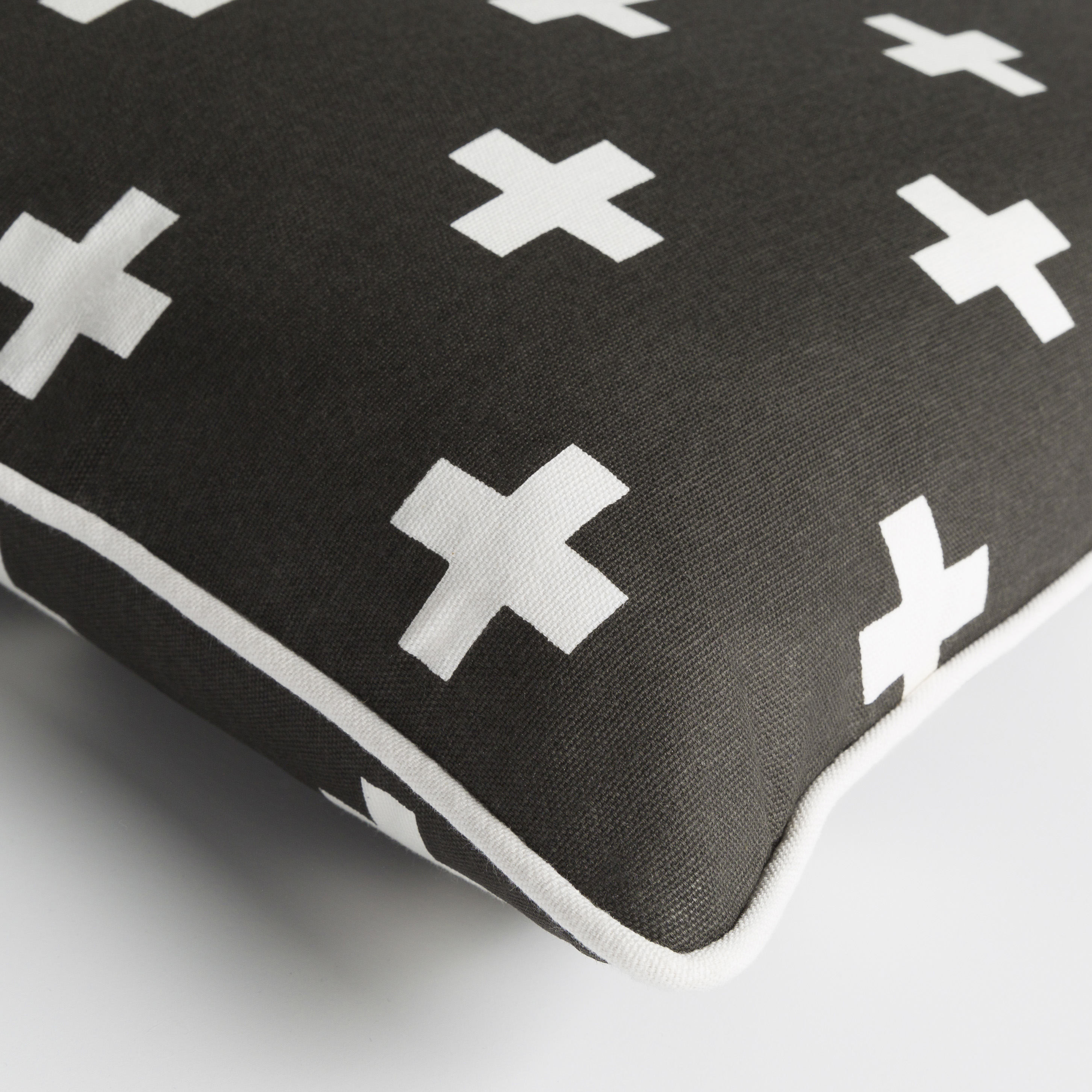 "Inga - INGA-7016 - 18"" x 18"" - pillow cover only"
