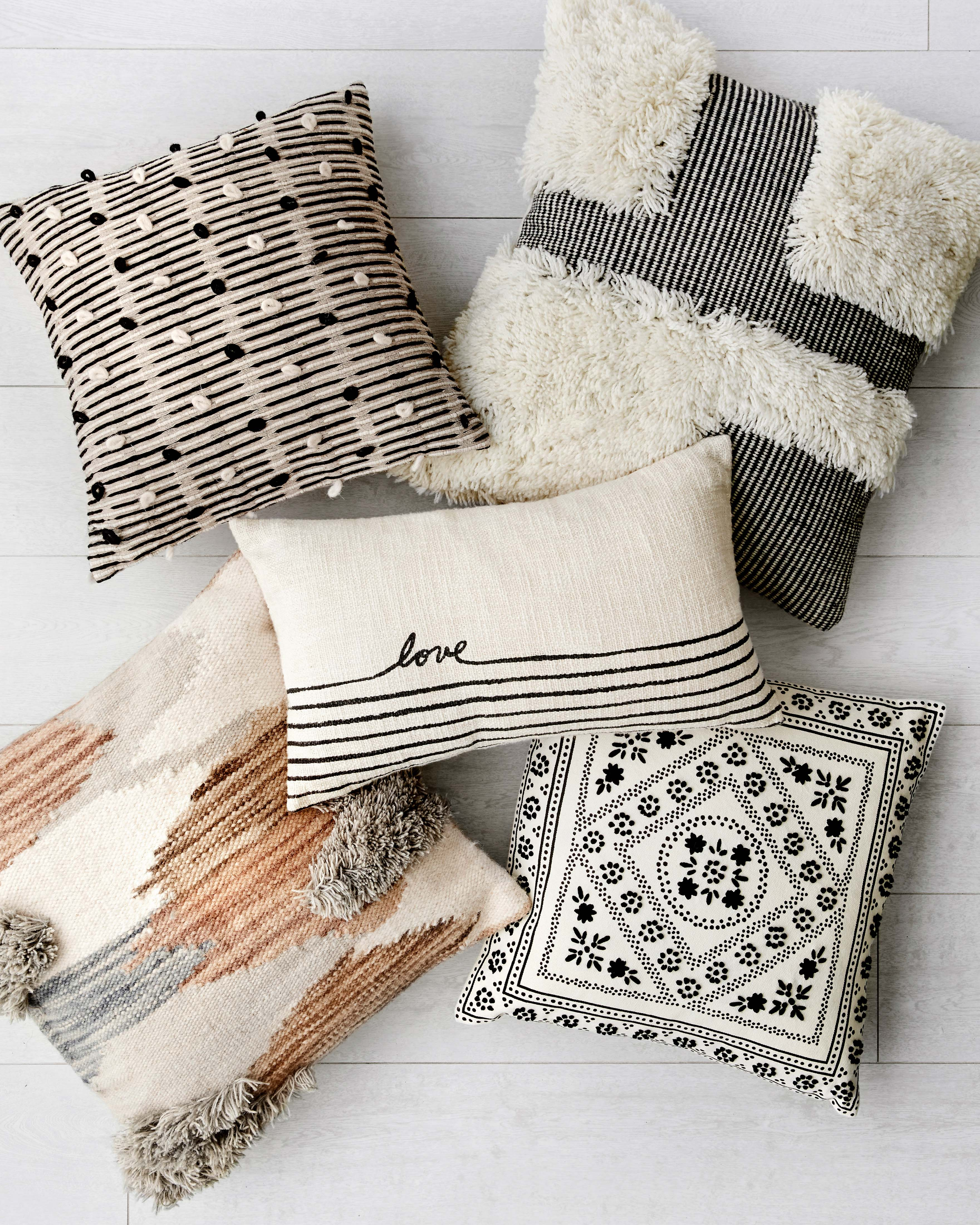 """PILLOWS P4139 MULTI 22"""" x 22"""" Cover w/Poly"""