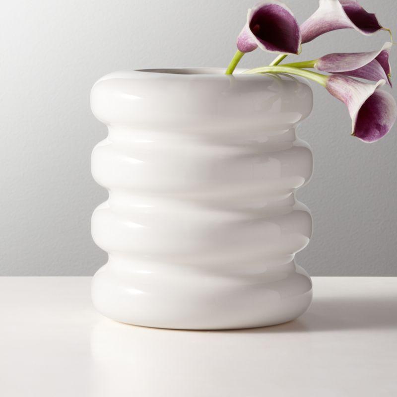 Tier Shiny White Vase