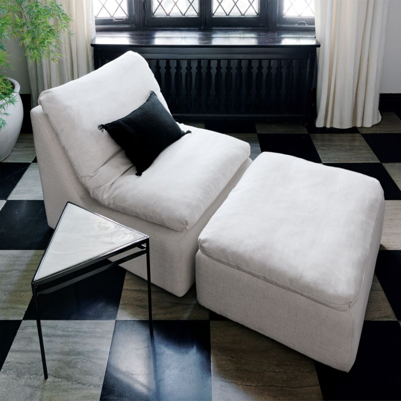 Ease Lounge Chair