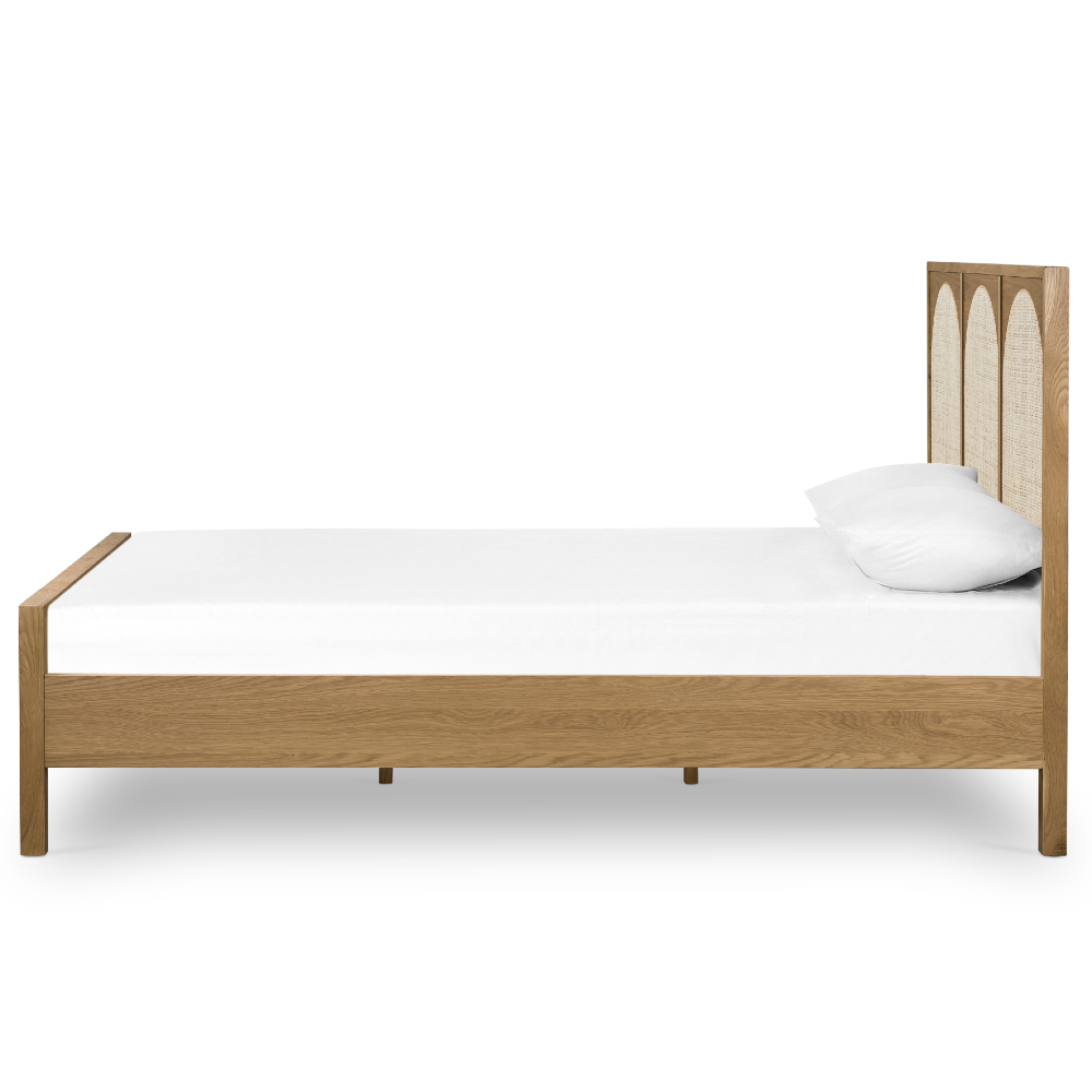 Allie Coastal Light Brown Oak Wood Bed - King