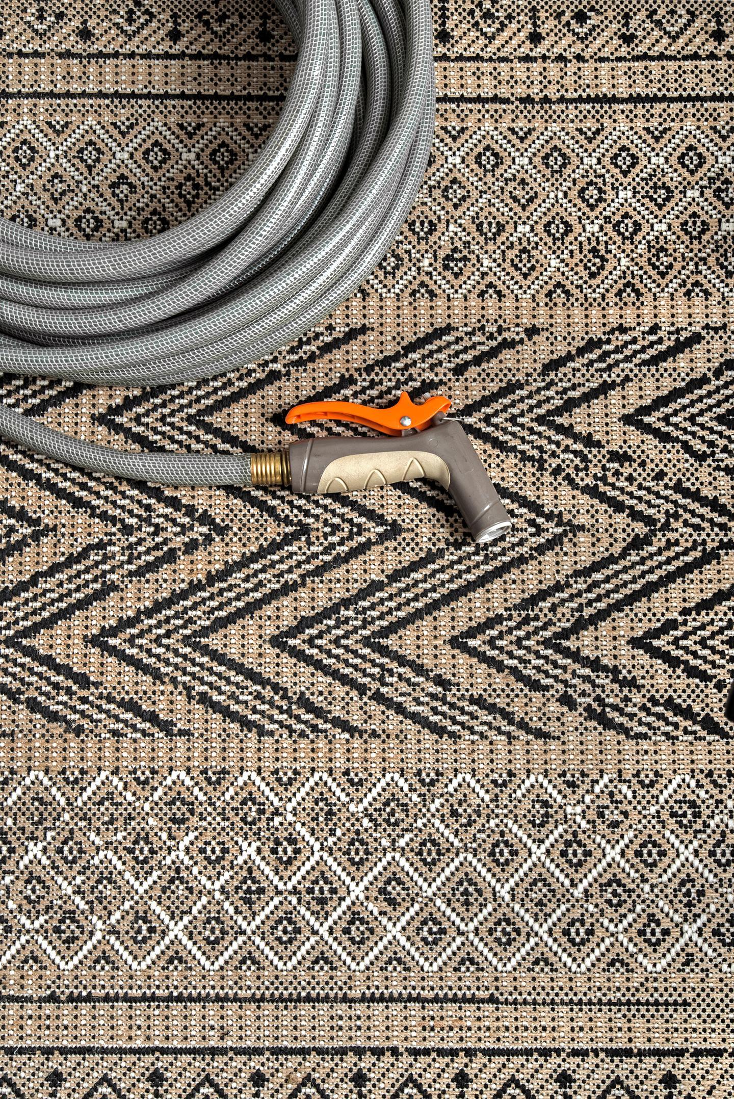 Indoor/Outdoor Modern Aztec Nicki Area Rug